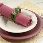květinová dekorace místa u rautového stolu