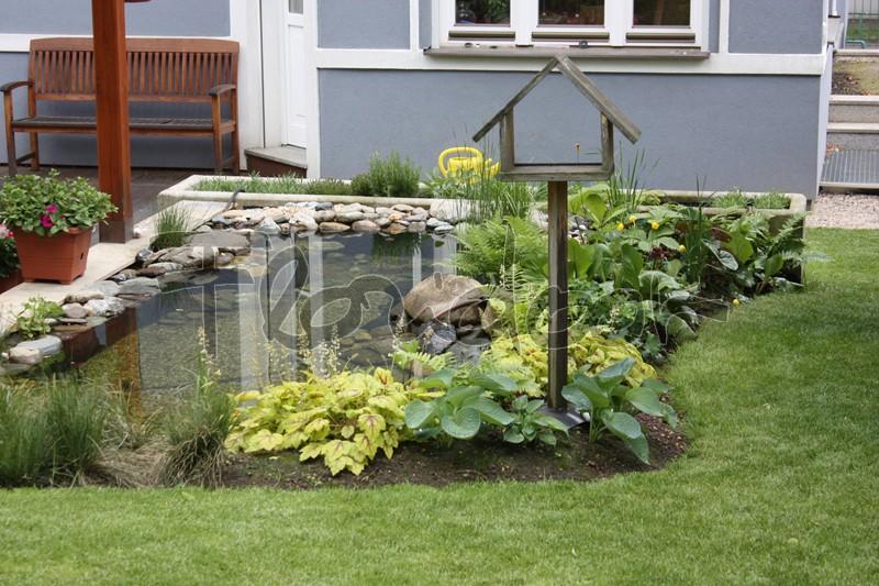 Poskytujeme zahradní servis - květinový servis nejen u květin na zahradě